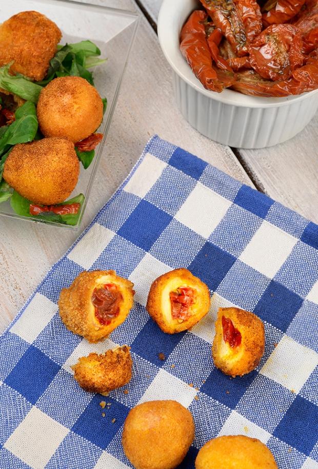 Bouche¦ües de mozzarella farcies aux tomates se¦üche¦ües-3