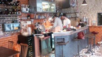 Le bar  du Petit Cervantès. DR.