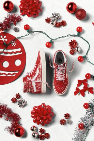 ho16_classics_vandoren_sk8-hi38reissue_steve-piratesanta-red_elevated